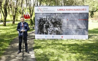 Ławki Niepodległości - będą w sześciu miastach w Łódzkiem, ale nie w Łodzi