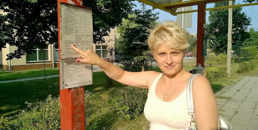 Ewa Michałowska uważa, że rozkłady na przystankach są czytelne, ale kursów jest za mało