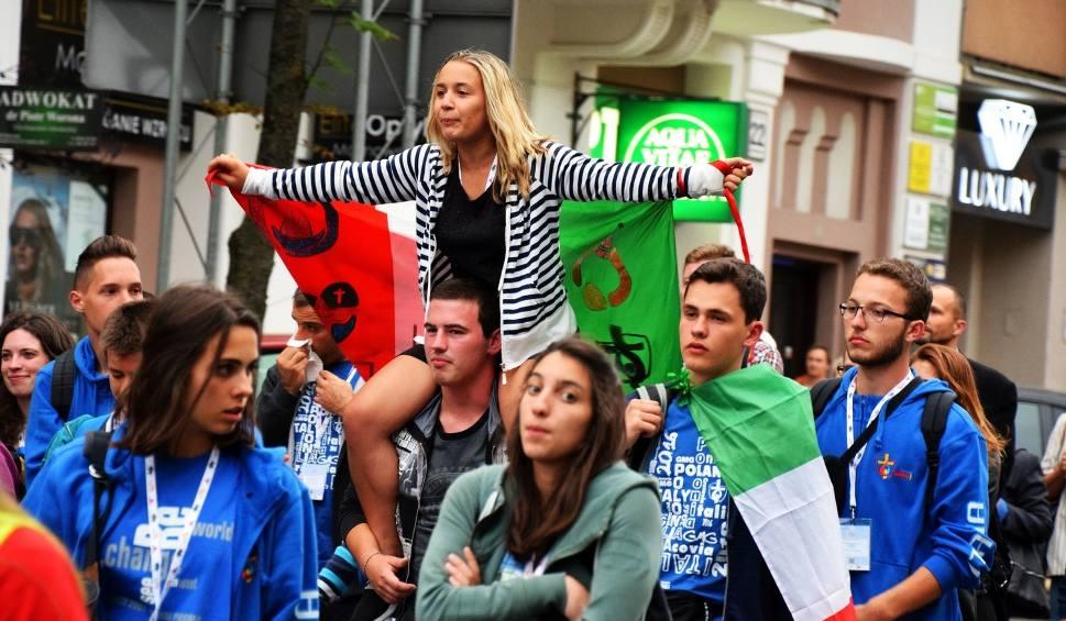 Film do artykułu: ŚDM 2016. Światowe Dni Młodzieży także w Białymstoku. Pochód pielgrzymów [ZDJĘCIA, WIDEO]