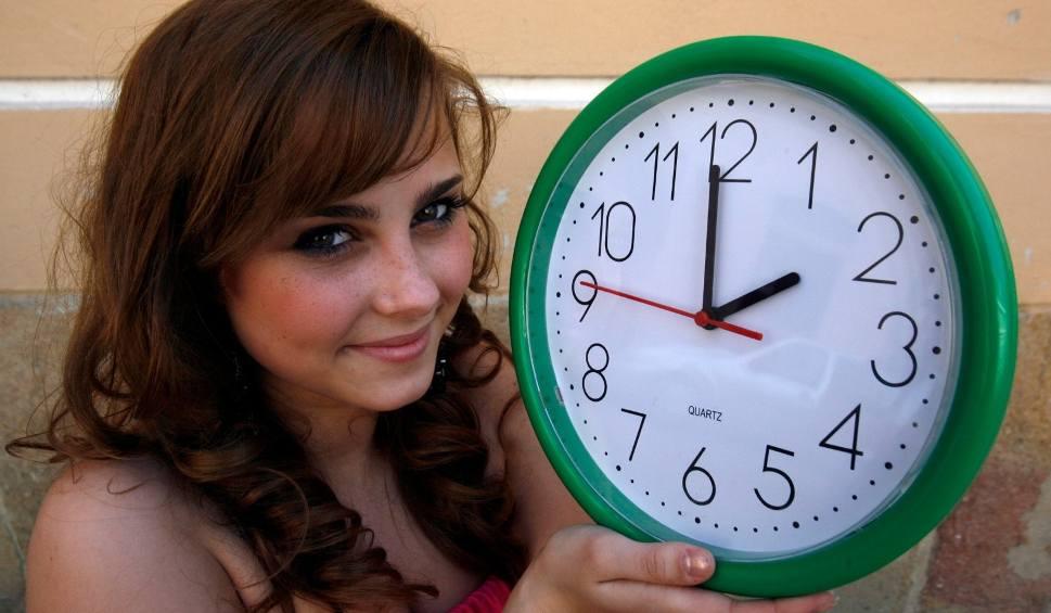 Film do artykułu: Zmiana czasu 2018 na letni: Kiedy zmieniamy czas z zimowego? Czy zmiana czasu obowiązuje? O której przestawić zegarki? Czas letni 25 marca