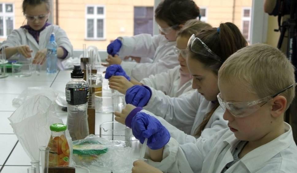Film do artykułu: Ruszają zapisy na Dziecięcy Uniwersytet Techniczny w Stalowej Woli