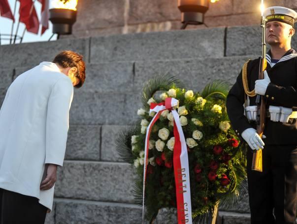 W 77. rocznicę wybuchu II wojny światowej na Westerplatte hołd poległym żołnierzom złożyły najwyższe władze państwowe i samorządowe oraz przedstawiciele