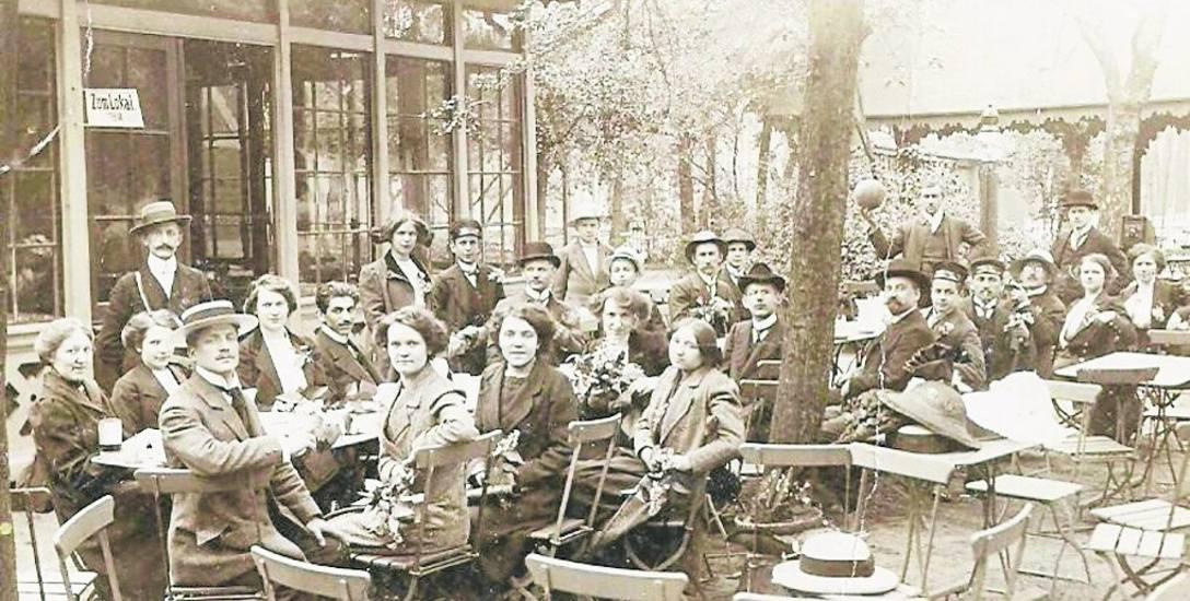 """Ogródek przy toruńskiej restauracji """"Tivoli"""" być może również był miejscem magicznych pokazów. Zwłaszcza w okresie kanikuły Toruń nawiedzała istna plaga"""