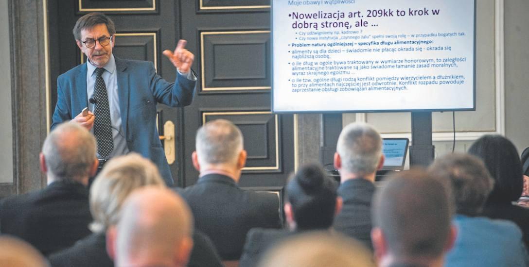 O wychodzeniu skazanych z zadłużenia mówił Roman Pomianowski, prezes zarządu Stowarzyszenia Program Wsparcia Zadłużonych w Poznaniu