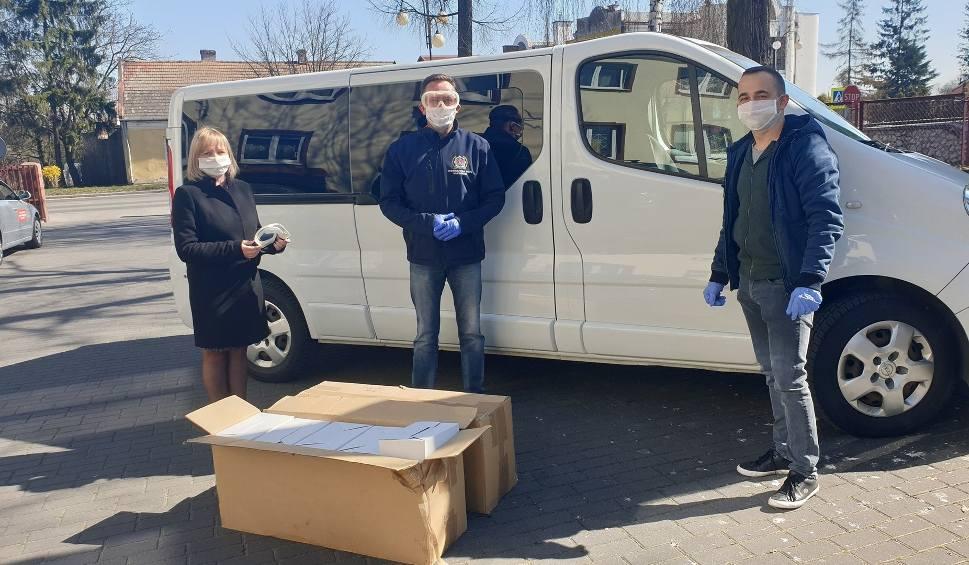 Film do artykułu: 200 okularów ochronnych od przedsiębiorcy z Jędrzejowa dla jędrzejowskich służb. To kolejna duża pomoc na walkę z koronawirusem