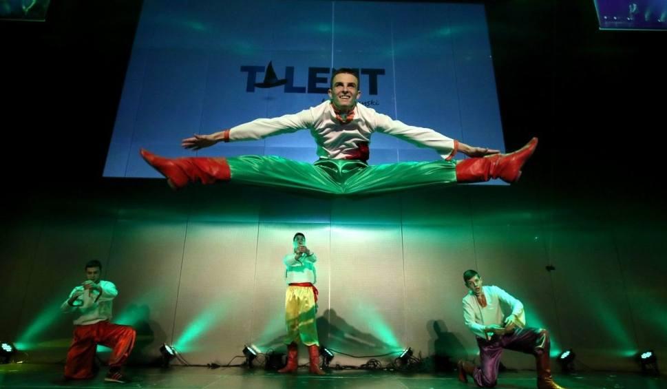 Film do artykułu: Show uczniów Zespołu Szkół w Staszowie. Tancerze z Ukrainy zachwycili