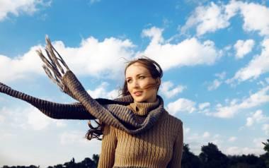 Modne sukienki na zimę 2021. Najgorętsze trendy w sukienkach na zimę - mają pięknie wyglądać i... rozgrzewać [ZDJĘCIA]