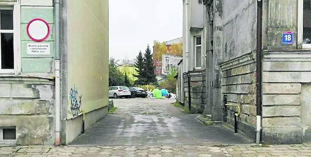 Na podwórku parkować mogą tylko mieszkańcy kamienic