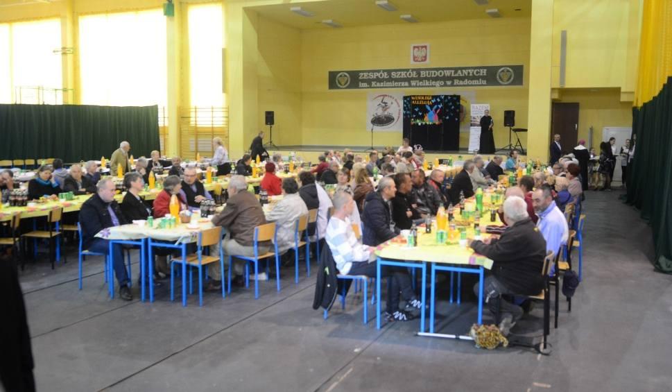 Film do artykułu: Na Śniadaniu Wielkanocnym dla samotnych osób w Radomiu nikt nie czuł się odrzucony