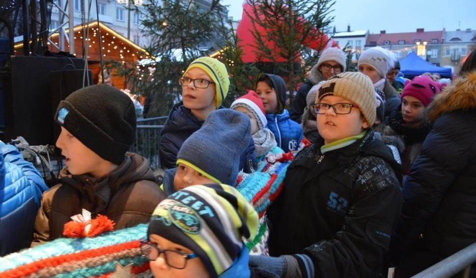Film do artykułu: Magia świąt zapanowała w Ostrowcu (WIDEO, zdjęcia)