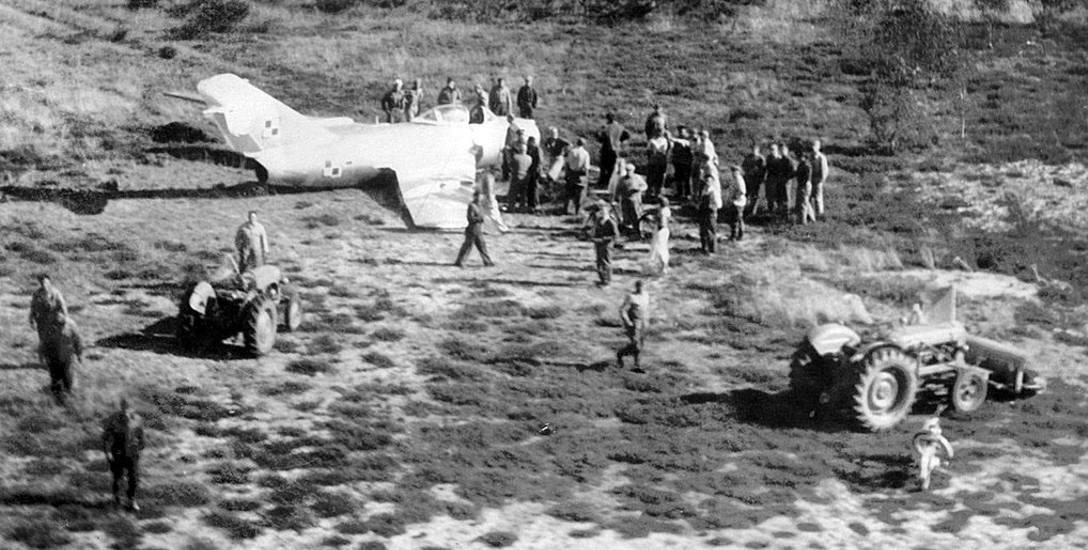 Lądowanie polskiego samolotu wzbudziło niemałą sensację wśród okolicznej ludności
