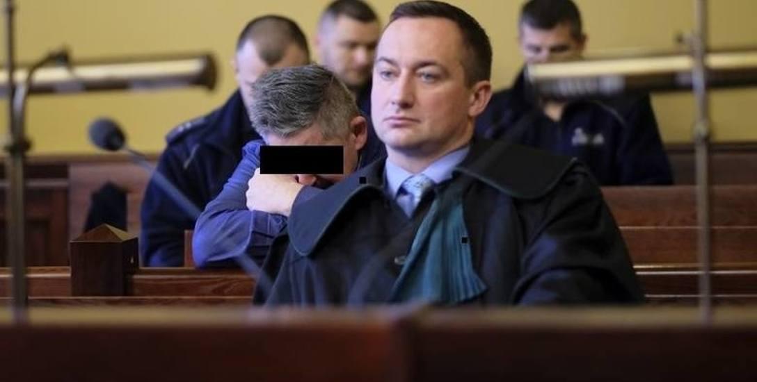 Grzegorza Cz.  broni adwokat Przemysław Oskroba. Mówi, że to bliscy doprowadzili jego klienta do szału.