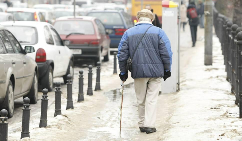 Film do artykułu: Odszkodowanie za wypadek na nieodśnieżonym chodniku [KTO ODPOWIADA, ILE, STAWKA]