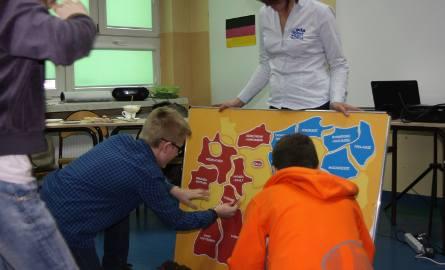 Deutsch Wagen Tour przybył do szkoły podstawowej i gimnazjum przy ulicy Zimnej w Kielcach