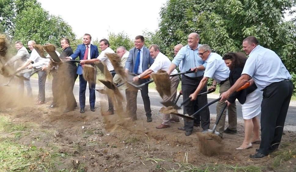 Film do artykułu: Największa inwestycja w historii Ciechanowca. Przebudowa DW nr 690 (zdjęcia)