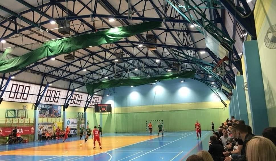 Film do artykułu: 1. liga futsalu. Porażka zespołu z Nowin z GKS Tychy. W pojedynku braci Adam lepszy od Piotra