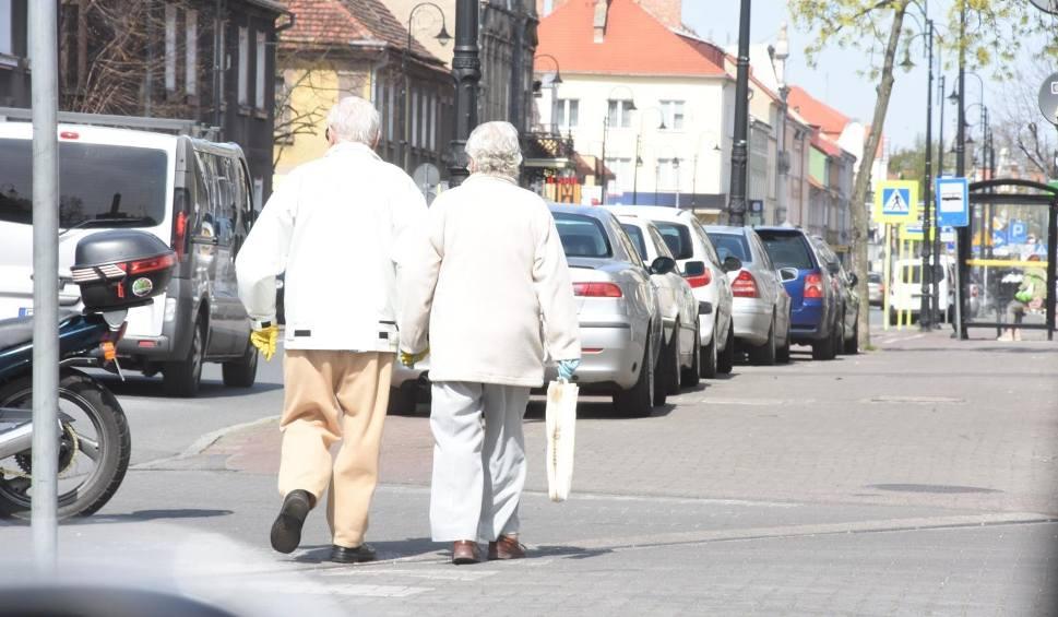 Film do artykułu: Wakacyjna miłość. Mąż zostawił żonę po 50 latach małżeństwa. Wdał się w romans w sanatorium [14.07.2020 r.]