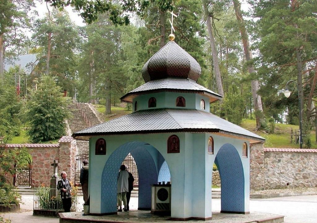 Studnia z cudowną woda u podnóża świętej góry prawosławia, Grabarki
