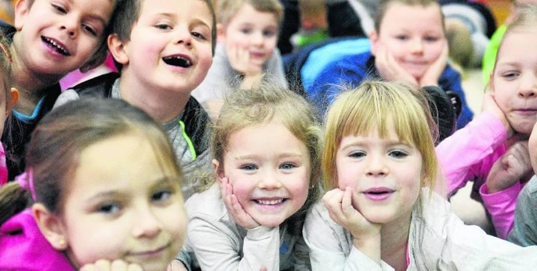Dzieci  z Tęczowej Szóstki w Sulechowie nie spieszą się do szkoły. Ich rodzice bardzo cieszą się z tego, że pociechy będą mogły zostać w przedszkolu