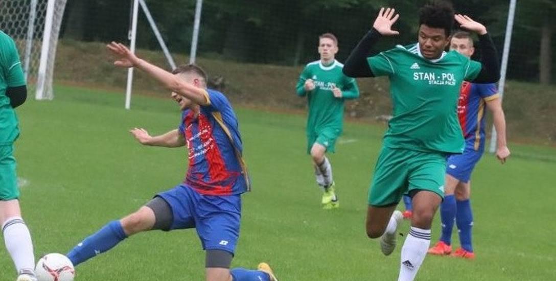 Nikos Kucostatis (z prawej) nie ma łatwego życia grając w niższych ligach.