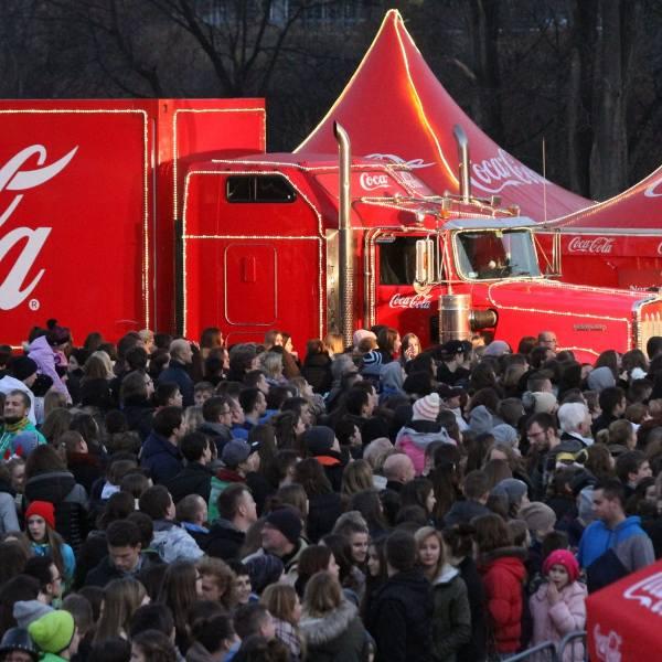 Ciężarówka Coca-Coli w 2015 we Wrocławiu przy Magnolia Park