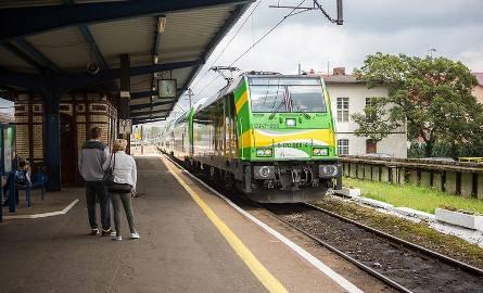 Przez wakacje pociągiem Słonecznym z Ustki do Warszawy [wideo, zdjęcia]