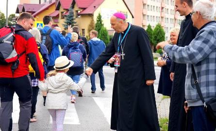 Zagłębiowska pielgrzymka wyruszyła z Będzina. Pielgrzymi żegnani byli przez biskupa Grzegorza Kaszaka