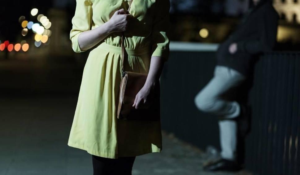 """Film do artykułu: Ofiara brutalnego gwałtu na 18. urodzinach: """"Mieszkańcy bronią Grześka. Był ministrantem"""""""
