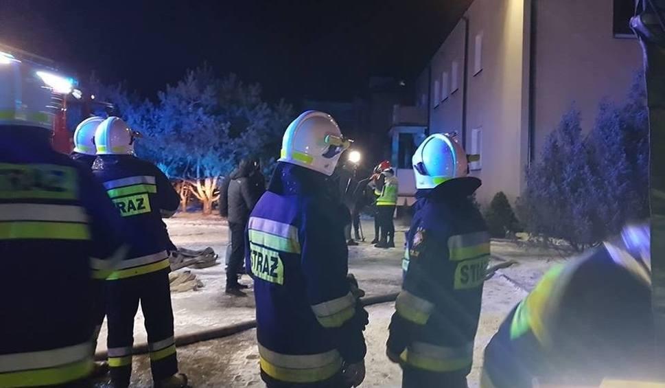 Film do artykułu: Pożar w Skarżysku. Spłonął blok w którym znajdowało się mieszkanie posłanki Marzeny Okły - Drewnowicz