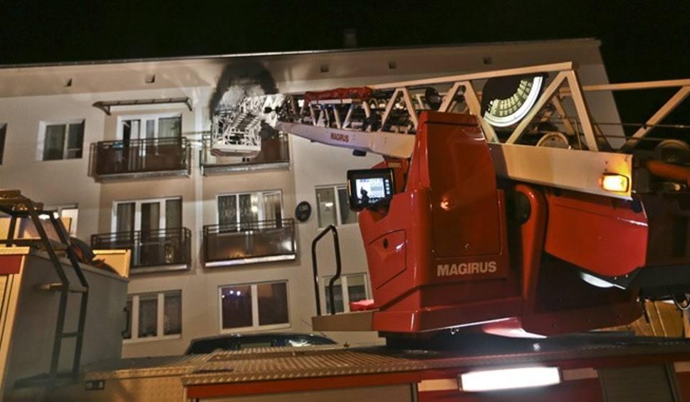 Film do artykułu: Pożar bloku w Zielonej Górze. Trzy osoby ciężko ranne. Około 100 osób ewakuowano [ZDJĘCIA]