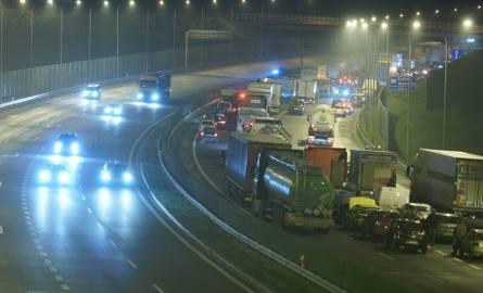 Wypadki na obwodnicy Krakowa. Nie żyje jedna osoba