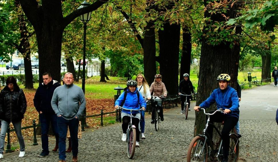 Film do artykułu: Kraków. Planty w weekendy i święta nie dla rowerów?