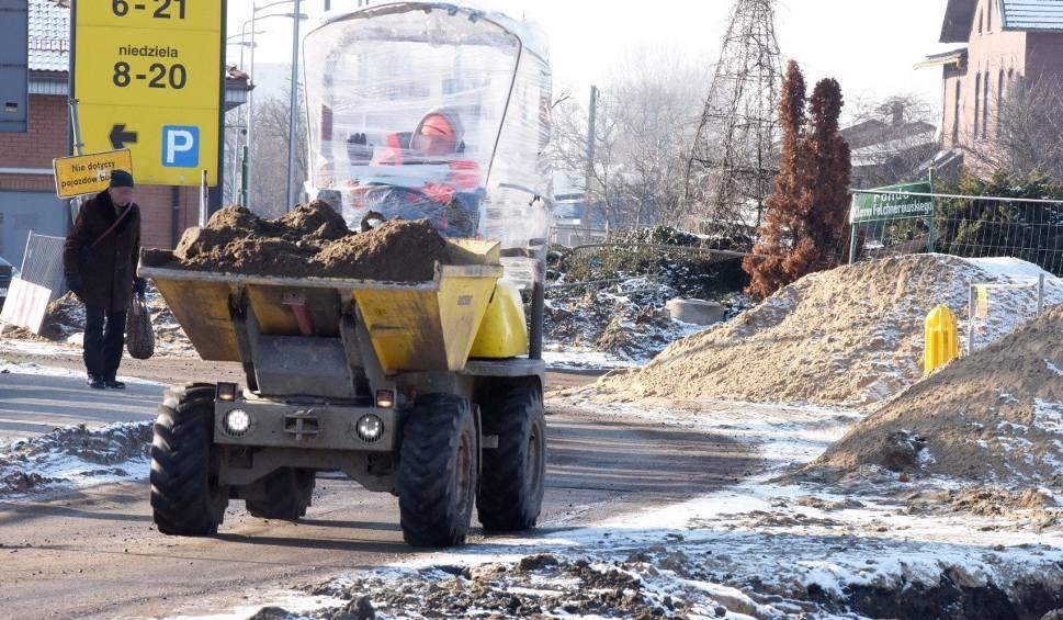 Film do artykułu: Co dalej z ulicą Dworcową w Zielonej Górze? Mieszkańcy nie mogą się doczekać końca remontu tej ważnej drogi w mieście [ZDJĘCIA]
