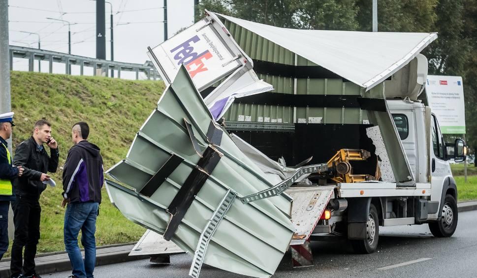 Film do artykułu: Ciężarówka zahaczyła o fiata [ZDJĘCIA]