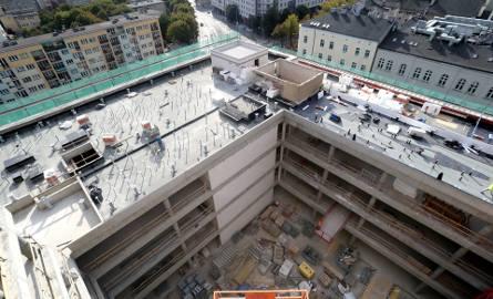 Budowa Posejdona w Szczecinie. Wkrótce znikną rusztowania. Kiedy koniec? [ZDJĘCIA, WIDEO]
