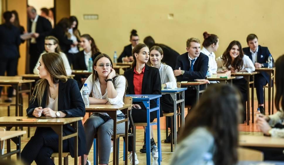 Film do artykułu: W regionie matura z angielskiego rozpoczęła się punktualnie. Szkoły były na noc zaplombowane
