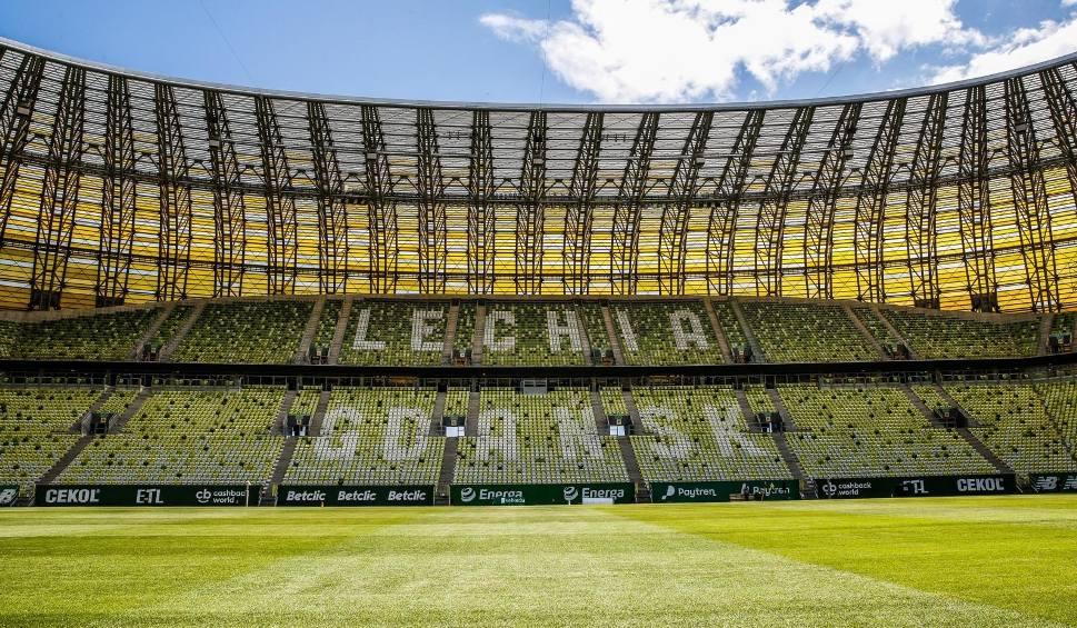 Film do artykułu: Lechia Gdańsk zagra z Arką Gdynia na nowej murawie. Stadion Energa Gdańsk z nową nawierzchnią do gry [ZDJĘCIA]