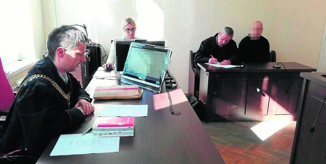 Sędzia Marcin Machnik złagodził opis czynu i wydał wyrok w zawieszeniu. Zgodził się z obroną, uznając, że doszło do nieumyślnego naruszenia zasad bezpieczeństwa