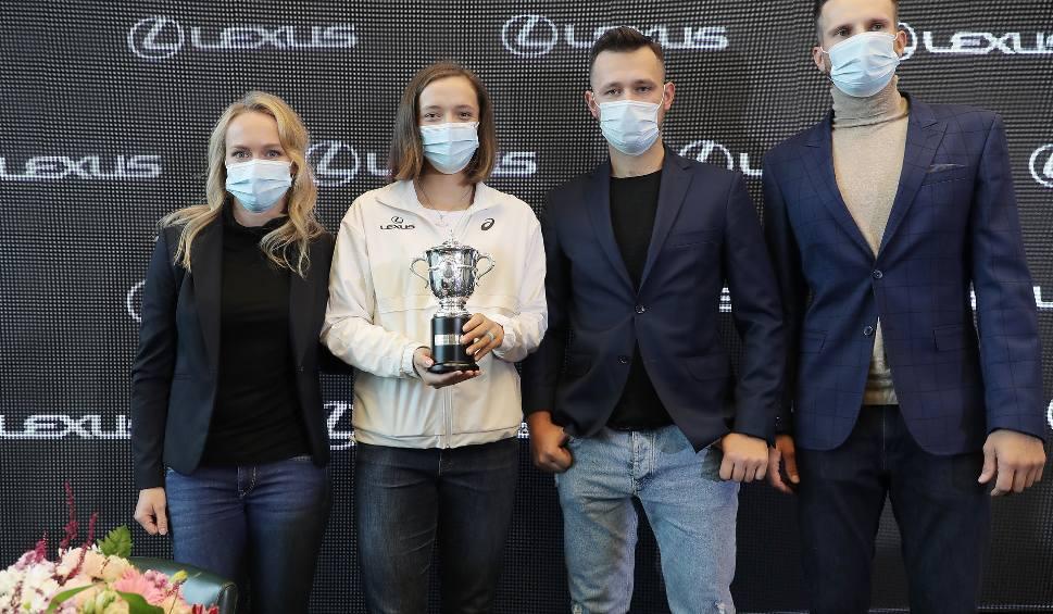 """Film do artykułu: Zwycięstwo nad Simoną Halep przełomowym momentem Igi Świątek we French Open. """"Grałam idealnie, moja jakość przerosła nawet moje oczekiwania"""""""