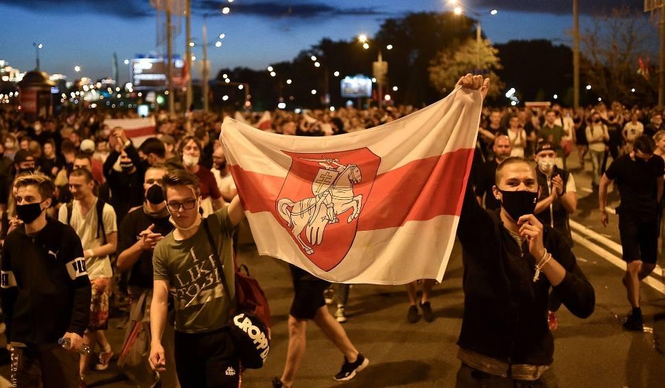Film do artykułu: Białoruś: Wybory prezydenckie 2020. Reżim podał wyniki, zwycięża Łukaszenka. Protesty i starcia z milicją w Mińsku. Co zrobi Cichanouska?