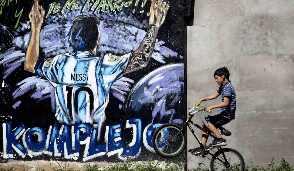 Film do artykułu: Messi wolał rower od piłki, budował bazy z gałęzi i podkradał sąsiadowi cytryny na lemoniadę. Nowy, wyjątkowy szlak turystyczny w Rosario