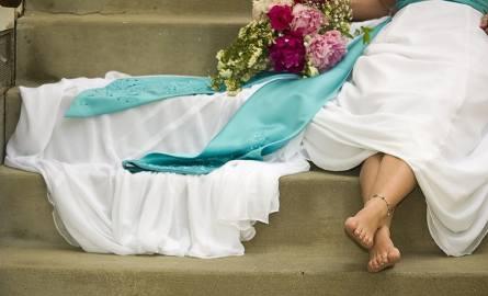 Gdy zmęczone całonocnymi tańcami stopy zaczynają boleć, w każdej chwili można im dać odpocząć, zdejmując buty.