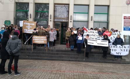 Protest urzędników przed sądem w Gdyni [21.01.2019]