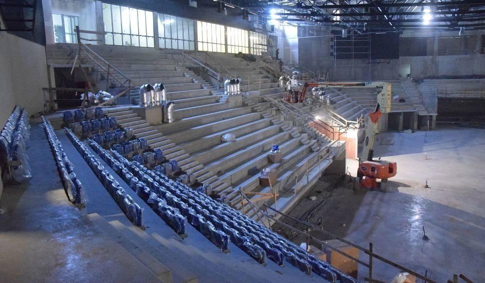 Film do artykułu: Podwykonawcy i Maxto na placu budowy hali widowiskowo - sportowej przy ulicy Struga w Radomiu. Kto dokończy prace?