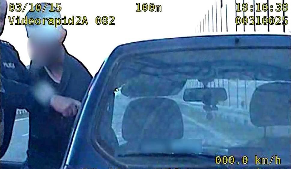 Film do artykułu: Zambrów: Pijani kierowcy zatrzymani. Mieli po 3,5 i 2,5 promila [WIDEO]