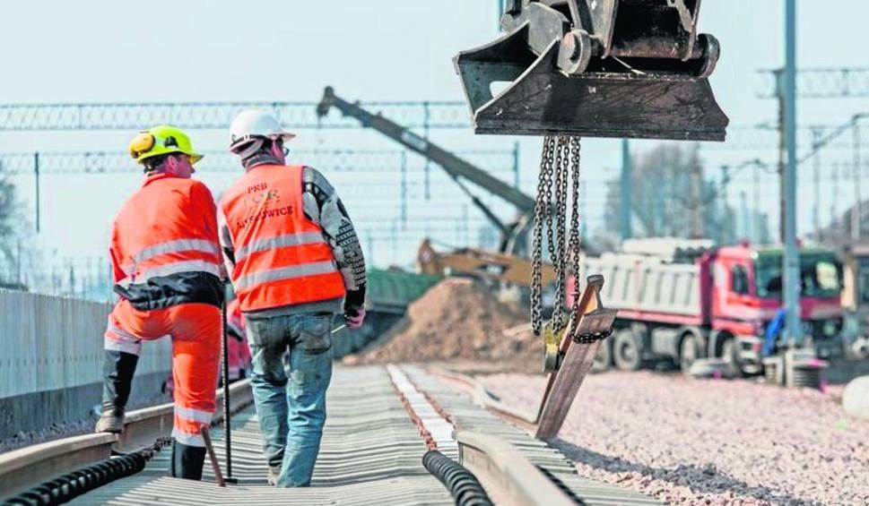 """Film do artykułu: Region radomski. Wymienią odcinki torów na kolejowej """"8"""""""