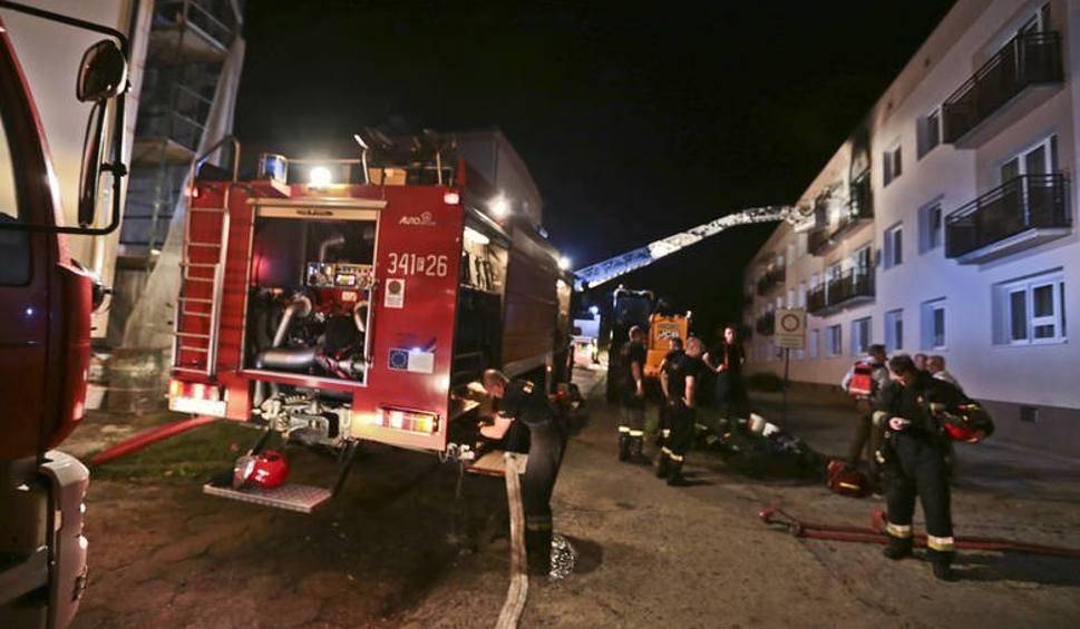 Film do artykułu: Stała na balkonie w Zielonej Górze. Za nią szalał pożar. Wołała pomocy. Poparzona kobieta zmarła