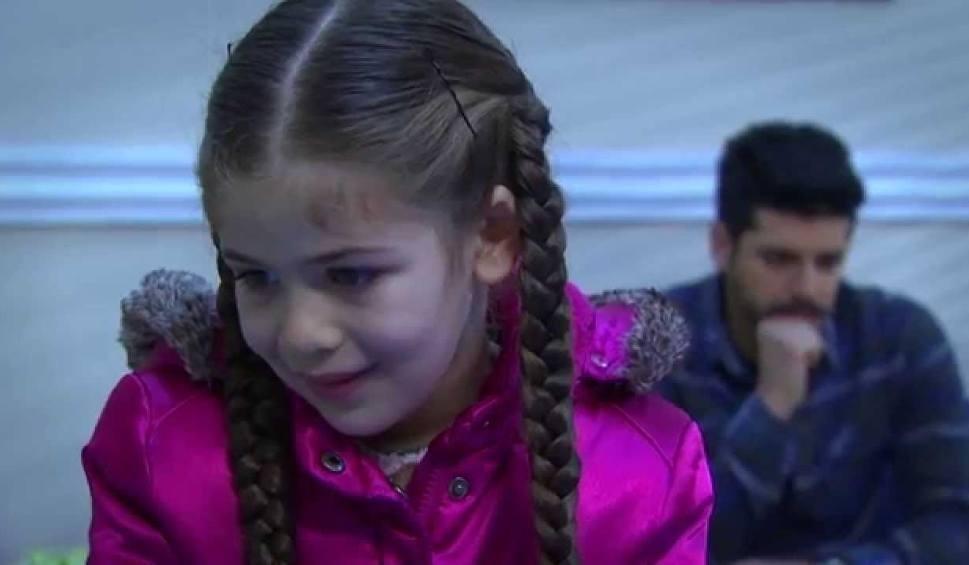 Film do artykułu: Elif odcinek 39. Arzu dowiaduje się, że naszyjnik jest fałszywy [streszczenie, TVP, VOD]