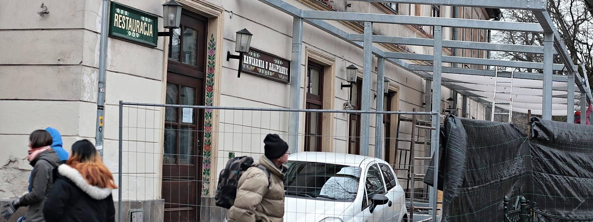 Kraków. Zalipianki: stawiają ogródek, nie czekając na pozwolenie na budowę