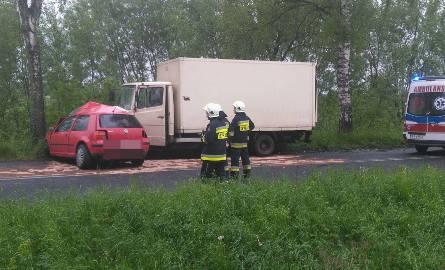 Do zdarzenia doszło po godzinie 16 na drodze Płoty - Resko. Zderzył się samochód osobowy z samochodem dostawczym. Nie żyje kierowca samochodu osobowego.